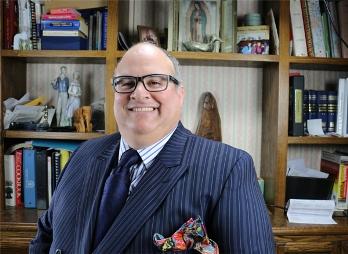 Abogado de planeación de negocios internacionales Antonio Gastelum
