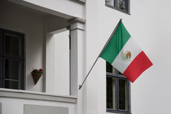 An international estate planning attorney can help simplify a Mexican investor's estate planning