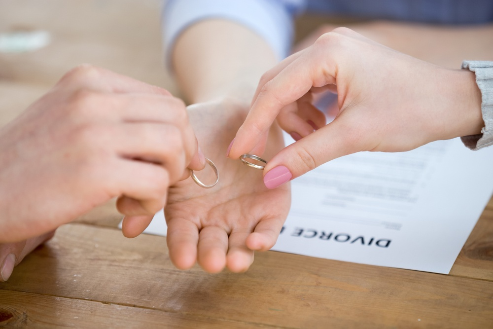 Two people involved in New Mexico Uncontested Divorce with the help of an attorney.