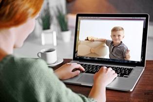 parent and child having virtual visitation online