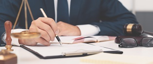 When to use a notary vs. a lawyer