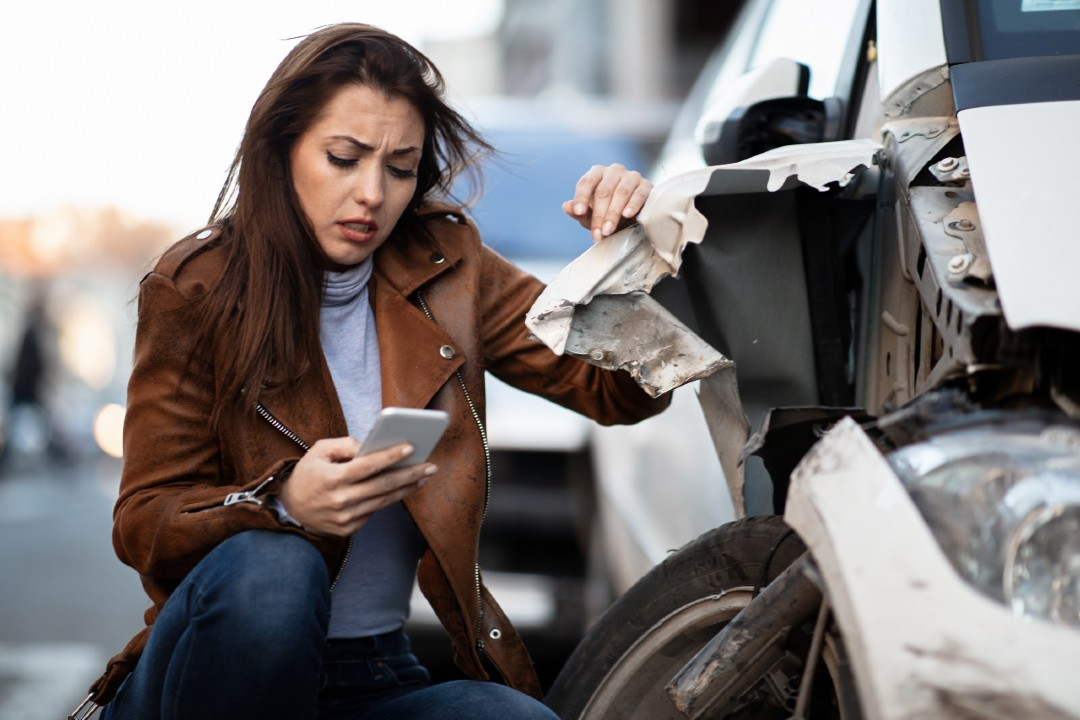 Car accident victim contacting her insurance company after a crash in Massachsuetts