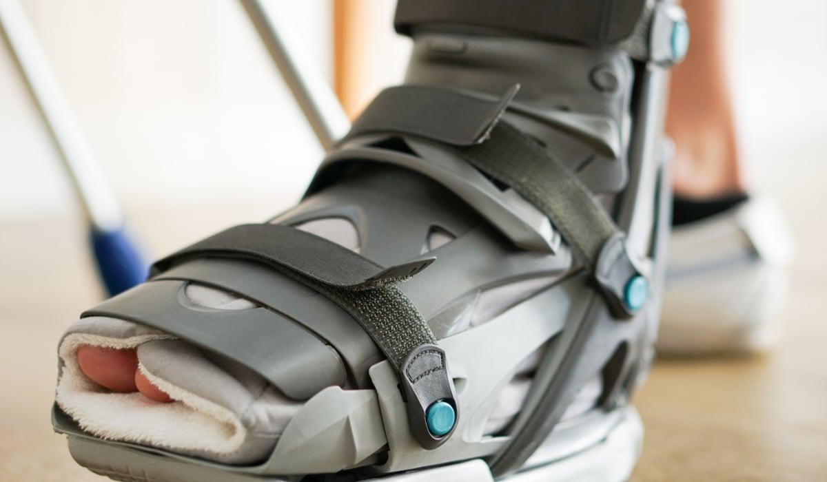 Walking boot for foot injury