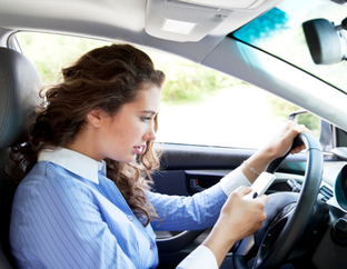 13 Factors That Cause Distractions In Teen Driving