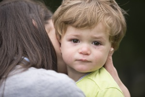 mother-comforting-crying-toddler