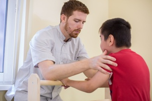 physical therapist working with child with cerebral palsy