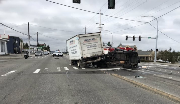 lynnwood box truck crash
