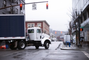 Do You Know Why Truck Drivers Cause Wide Turn Accidents?