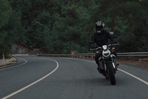 Man wearing the proper motorcycle gear in California to avoid a motorcycle accident