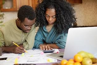couple_doing_finances