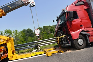 Main reasons for large truck accidents Kansas City Accident Injury Attorneys