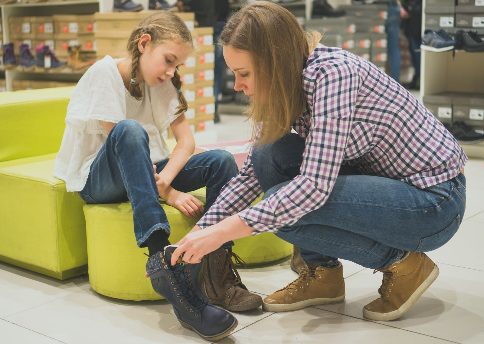 Houston podiatrist recommends shopping for shoes with your child