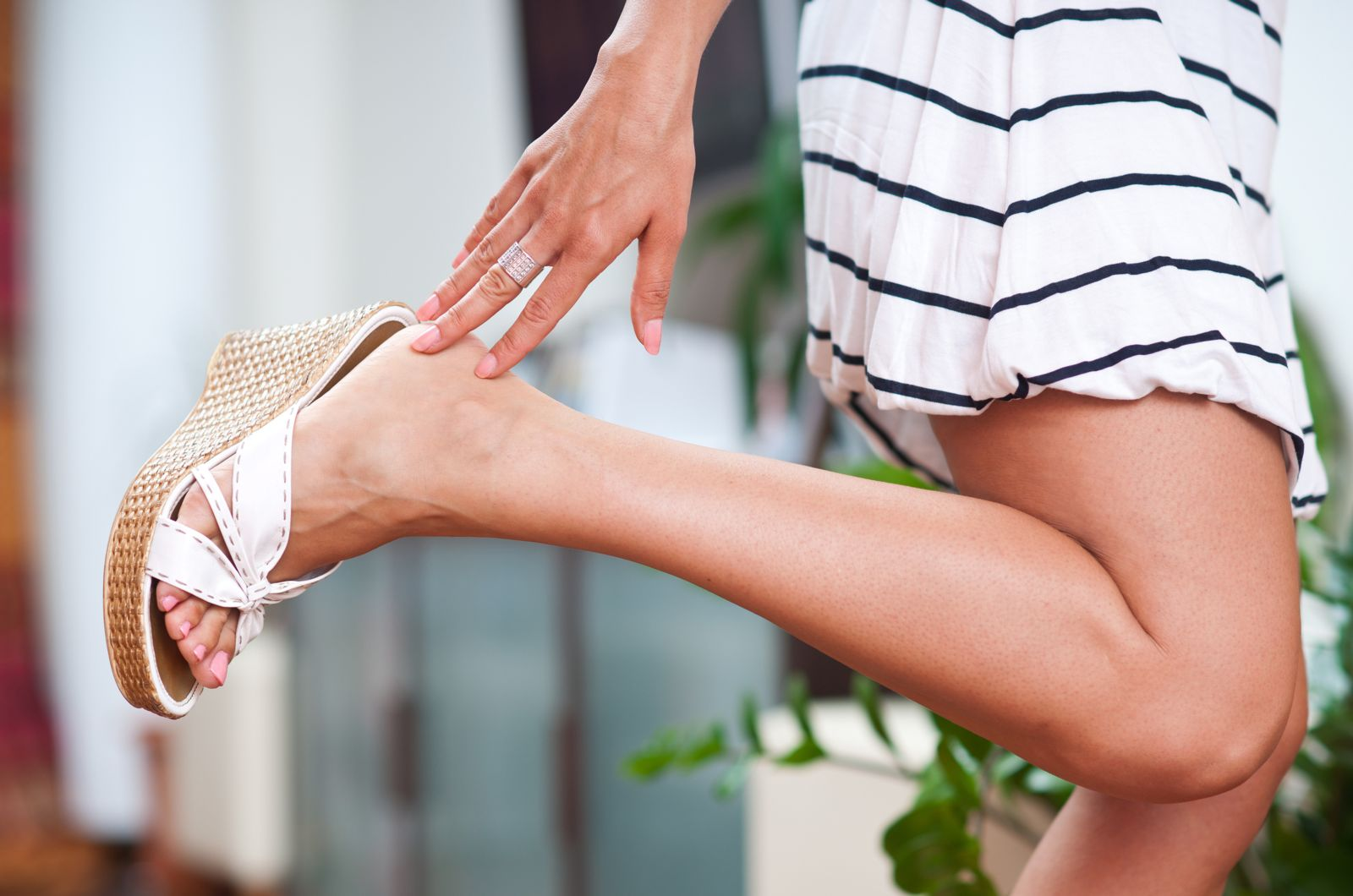 Houston podiatrist recommends you choose summer sandals that are healthy for your feet