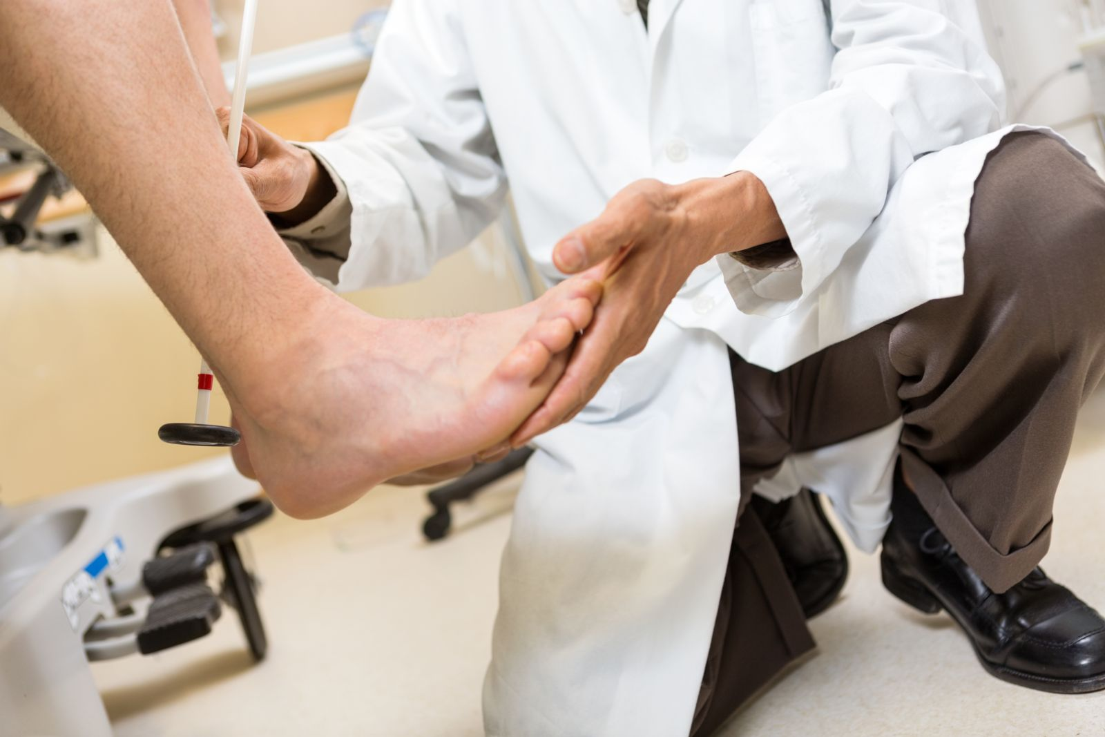 Careful foot exams determines the exact cause of your toe pain