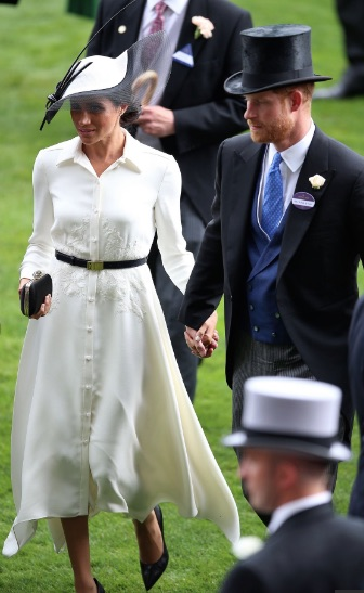 A quick look at Meghan's high heels show a slight gap between her foot and shoe