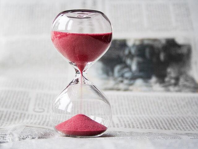 hour glass waiting