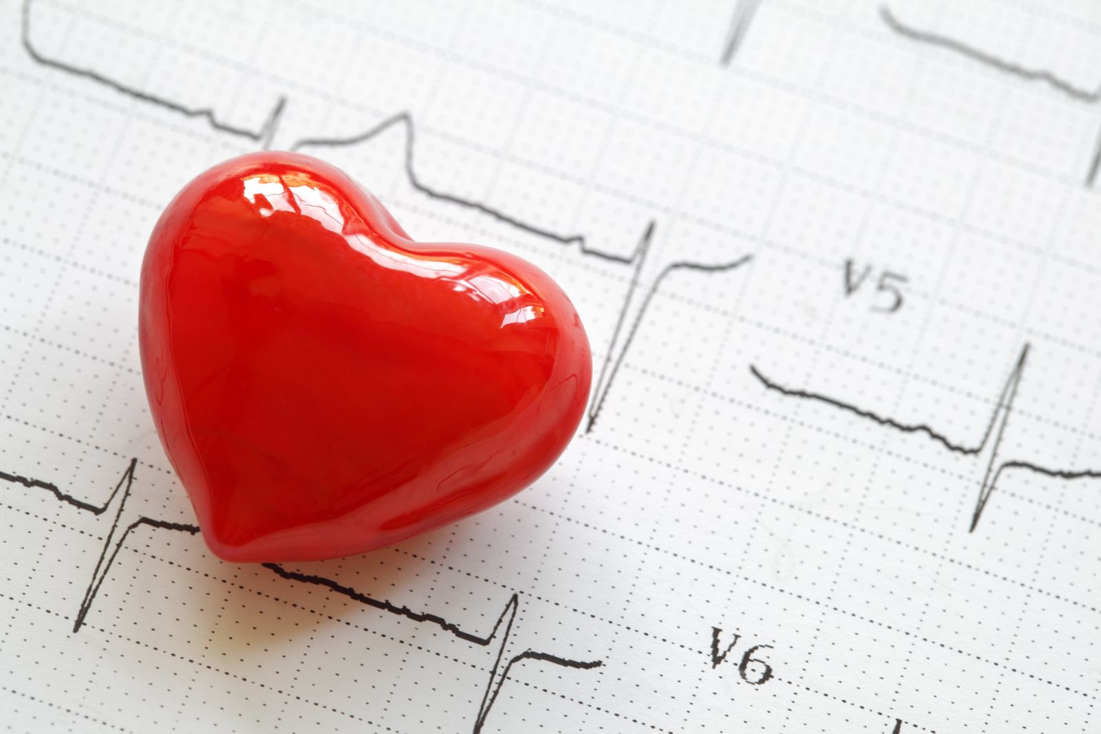 picture of ekg with heart shaped bead