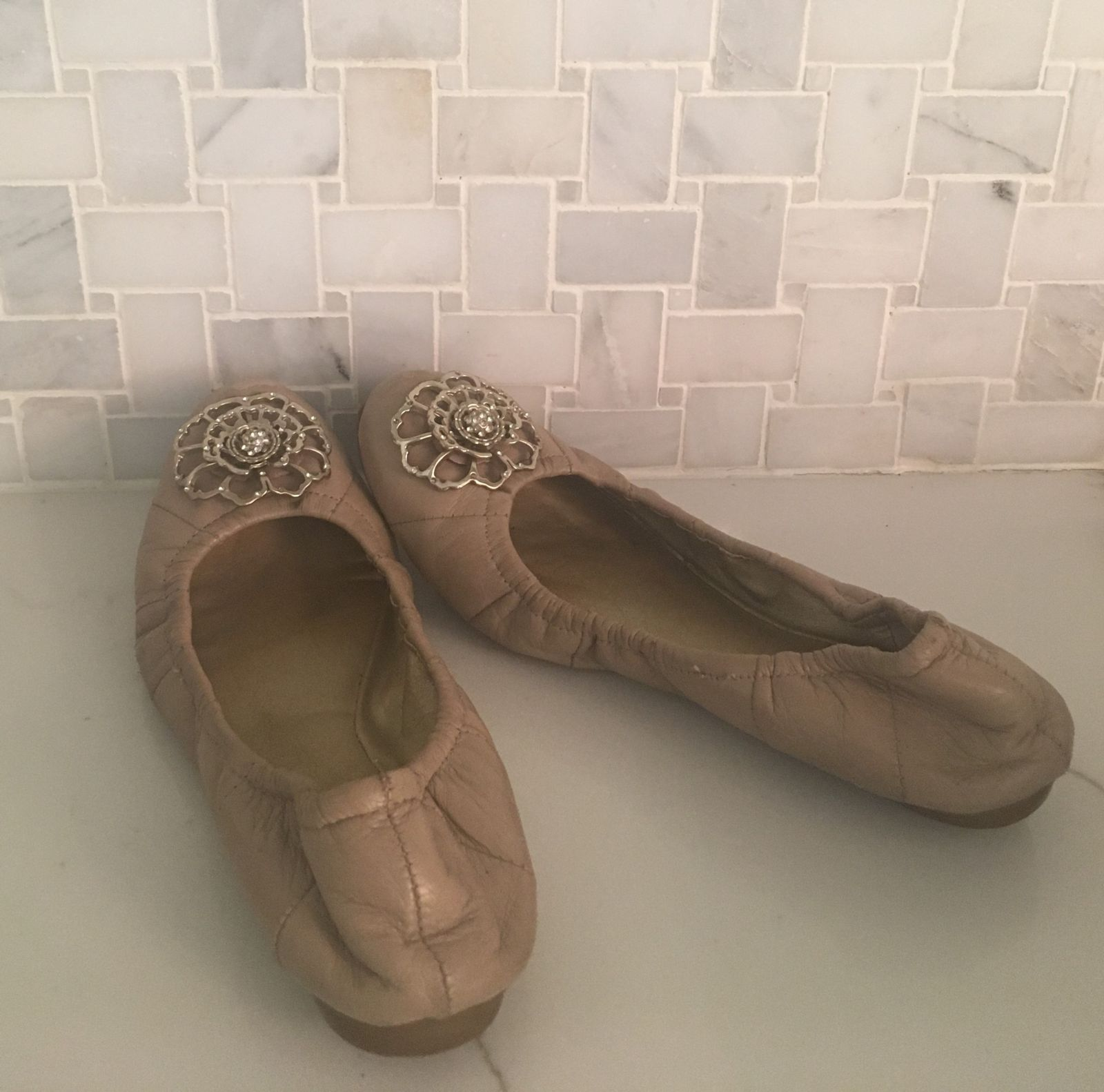 Traditional ballet flats offer little arch support and may lead to foot pain with all-day wearing.