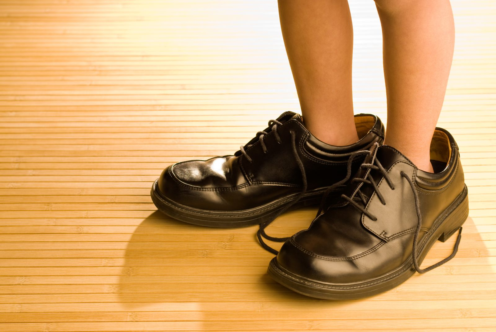 Shoes that are too big can also put pressure on your feet and lead to bone spurs.
