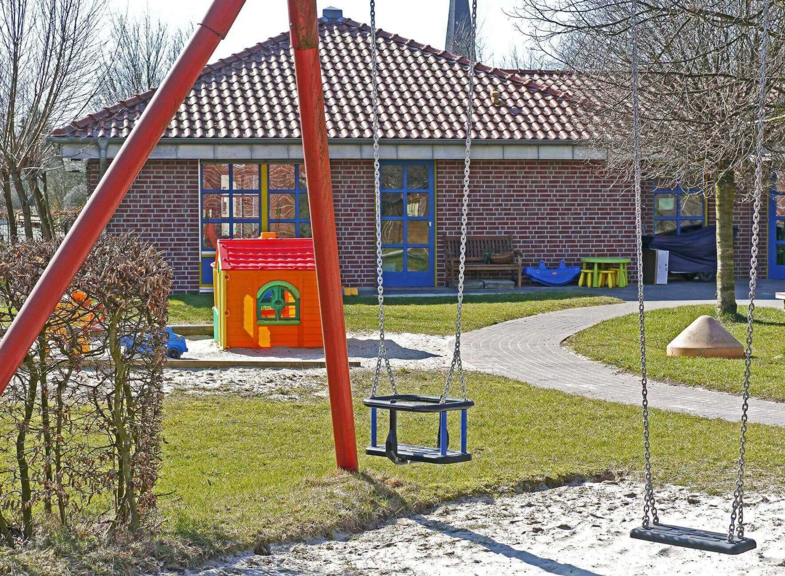 Daycare playground cause child injuries