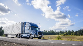 Truck accidents can be caused by several factors.
