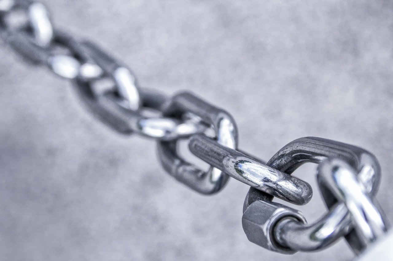 Three key rules to remember when adding hyperlinks to your law firm's website.
