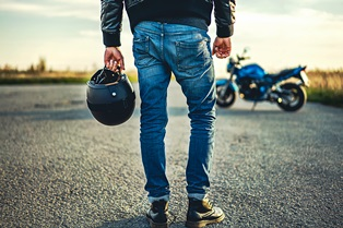 rider_on_road