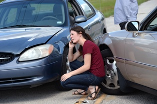 Driver Talking to the Insurance Agent After a Crash on an Illinois Road