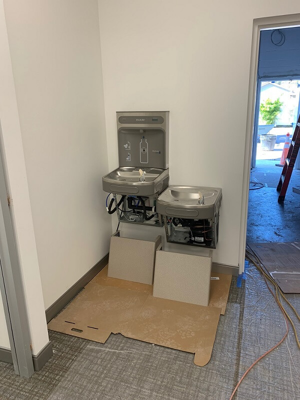 Water fountain and water bottle filling station