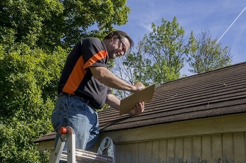 Unlicensed contractor in Virginia working on roof