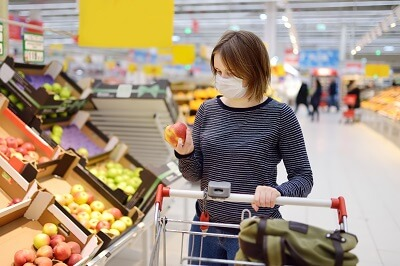 Woman wearing mask in Virginia grocery store