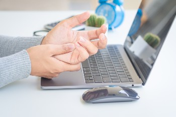 Trauma can cause carpal tunnel syndrome.