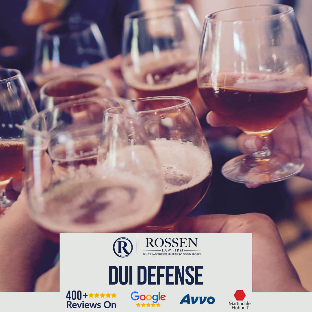 DUI Defense Attorney infographic with people cheers beer in a bar, also says Fort Lauderdale DUI Attorneys have 400 five star reviews