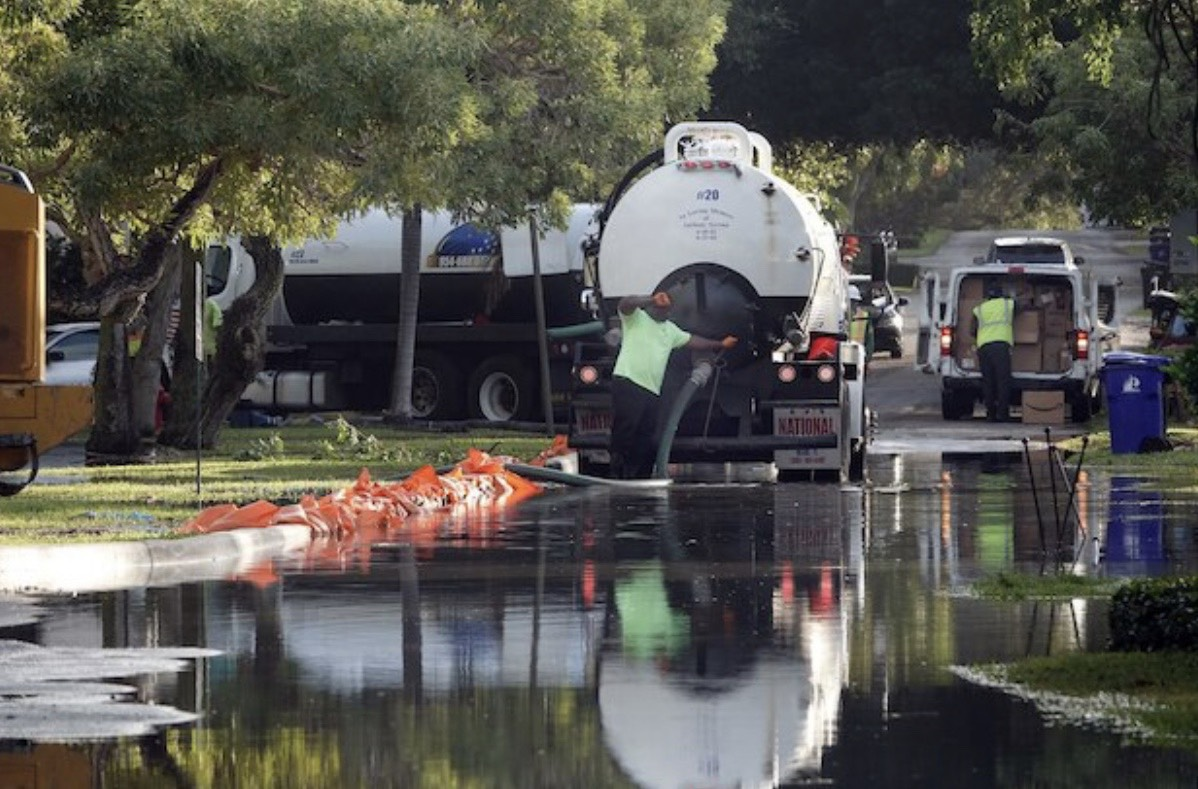 Workers clear sewage from Rio Vista neighborhood in Fort Lauderdale