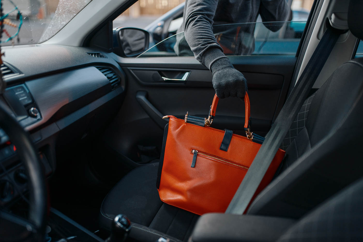 Fort Lauderdale petit or grand theft charges can come from stealing purses or breaking into cars