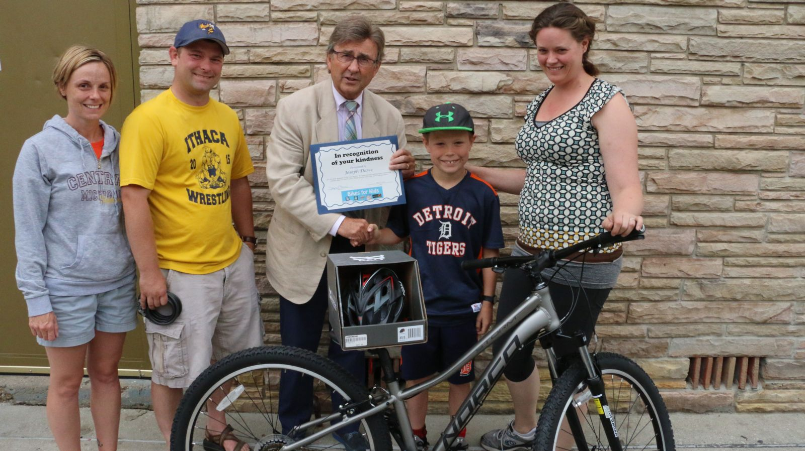 Joe Barberi with Joe Dawe and family, and Allison Quast-Lents - Bikes for Kids winner 2016