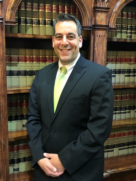 Florida Personal Injury and Estate Planning Lawyer Andrew Rosenberg smiles at the camera. He is the attorney at Rosenberg Law Firm in Coral Springs