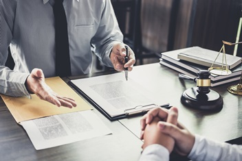 How to hire a good attorney
