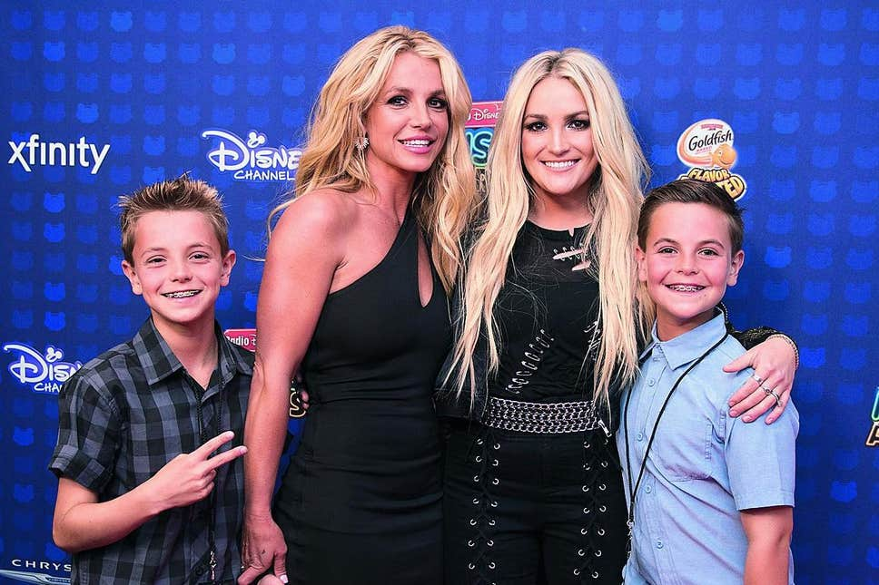 Britney Spears with Jamie Lynn and her children