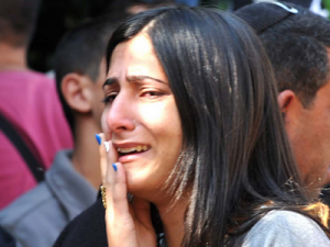 grieving woman crying from the loss of a loved one in a wrongful death