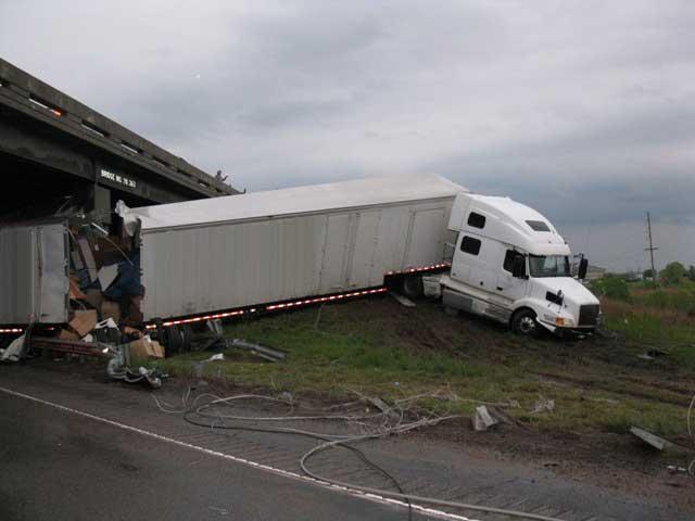 Understanding Tractor-Trailer Jackknife Accidents | Van Sant
