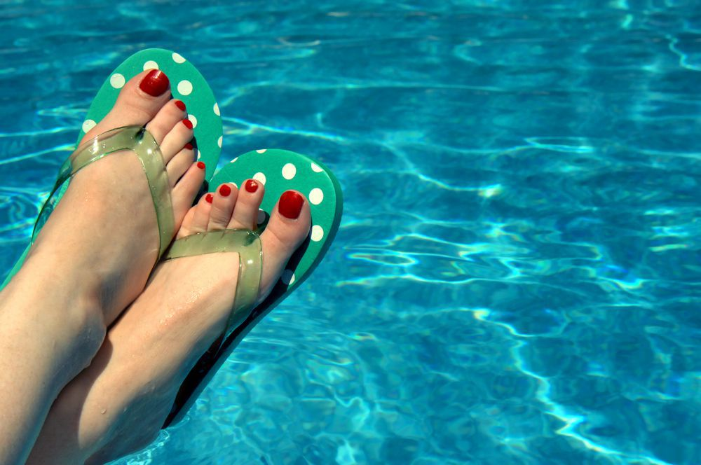 Wearing shoes in public places is an easy way to keep your feet clean and keep fungal toenails from happening.