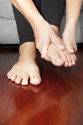 Tarsal tunnel syndrome causes pain in the feet