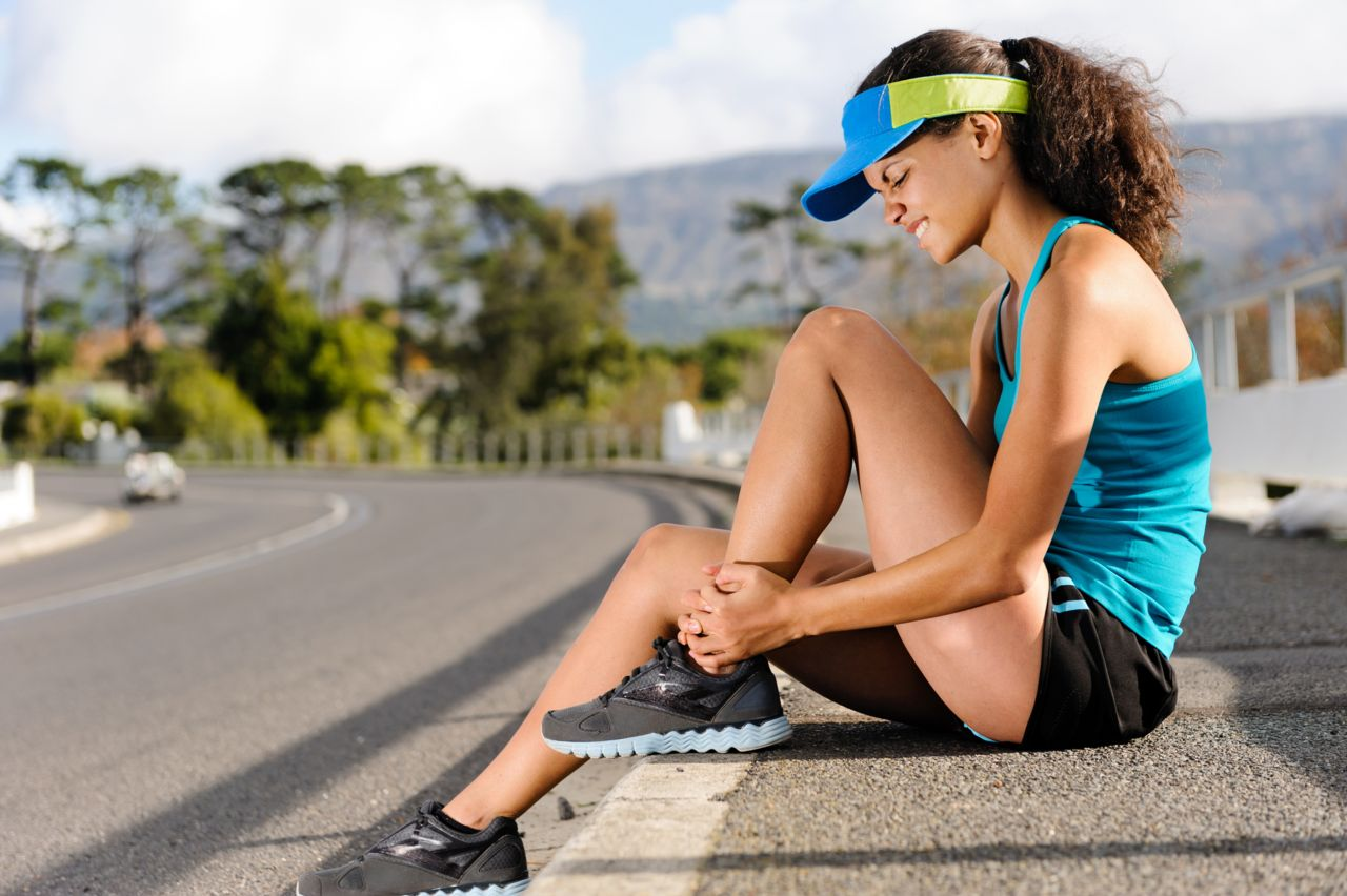 A female runner with an injury.