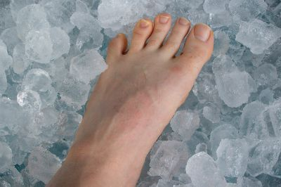 How to fix cold, numb feet