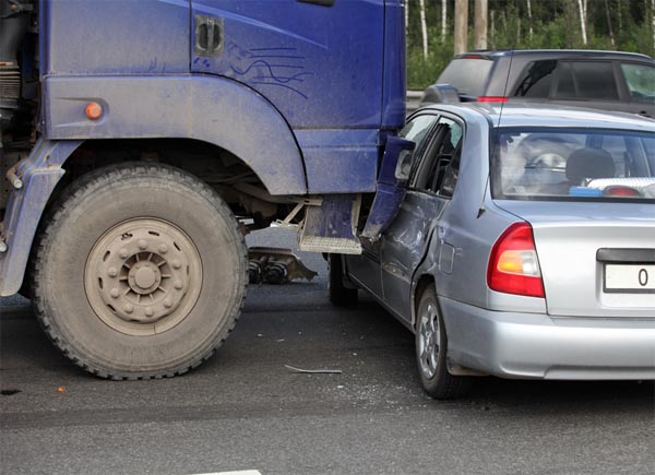 When a commercial truck hits you and causes serious injury, talk to a truck accident attorney in Gwinnett County.