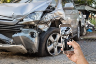 Gathering evidence at a car accident