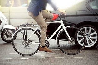 bicyclist_on_street
