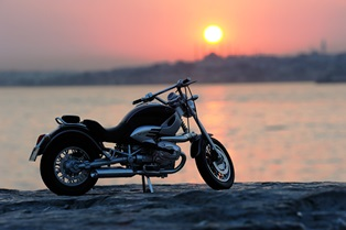 motorcycle_at_sunset