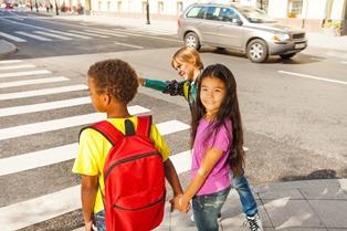 schoolkids_crossing